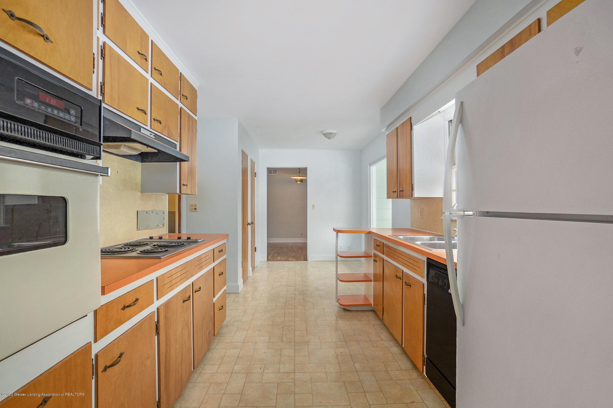1351 Albert St - Kitchen - 7