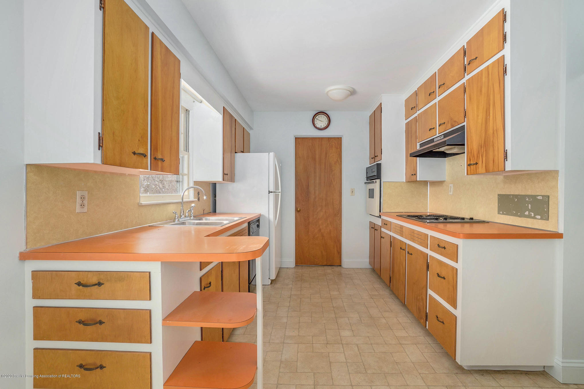 1351 Albert St - Kitchen - 8