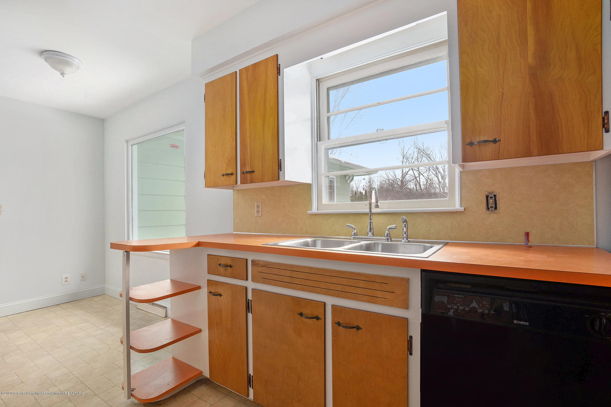 1351 Albert St - Kitchen - 9