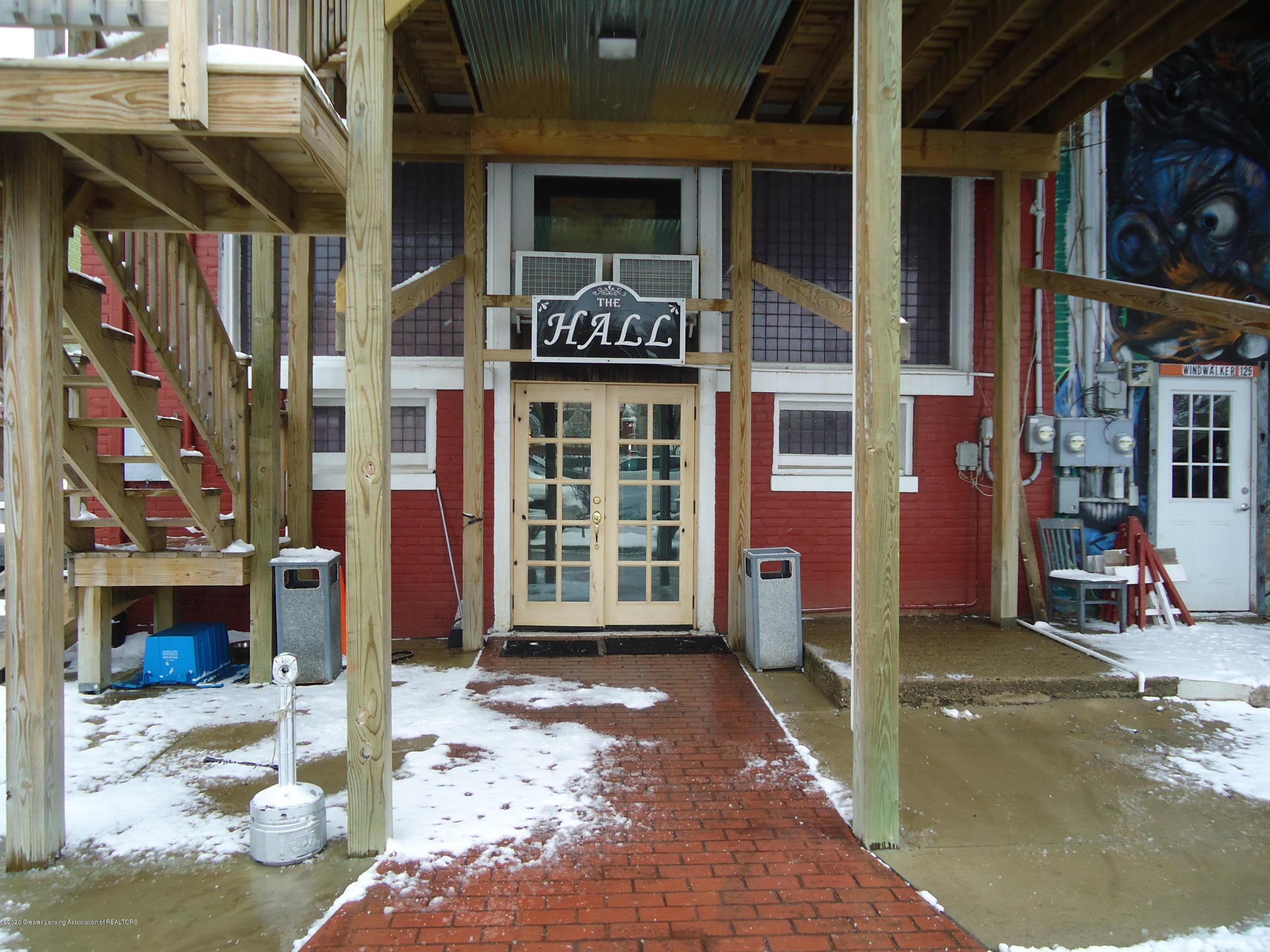 127 S Cochran Ave - 15 Rear Entrance - 14