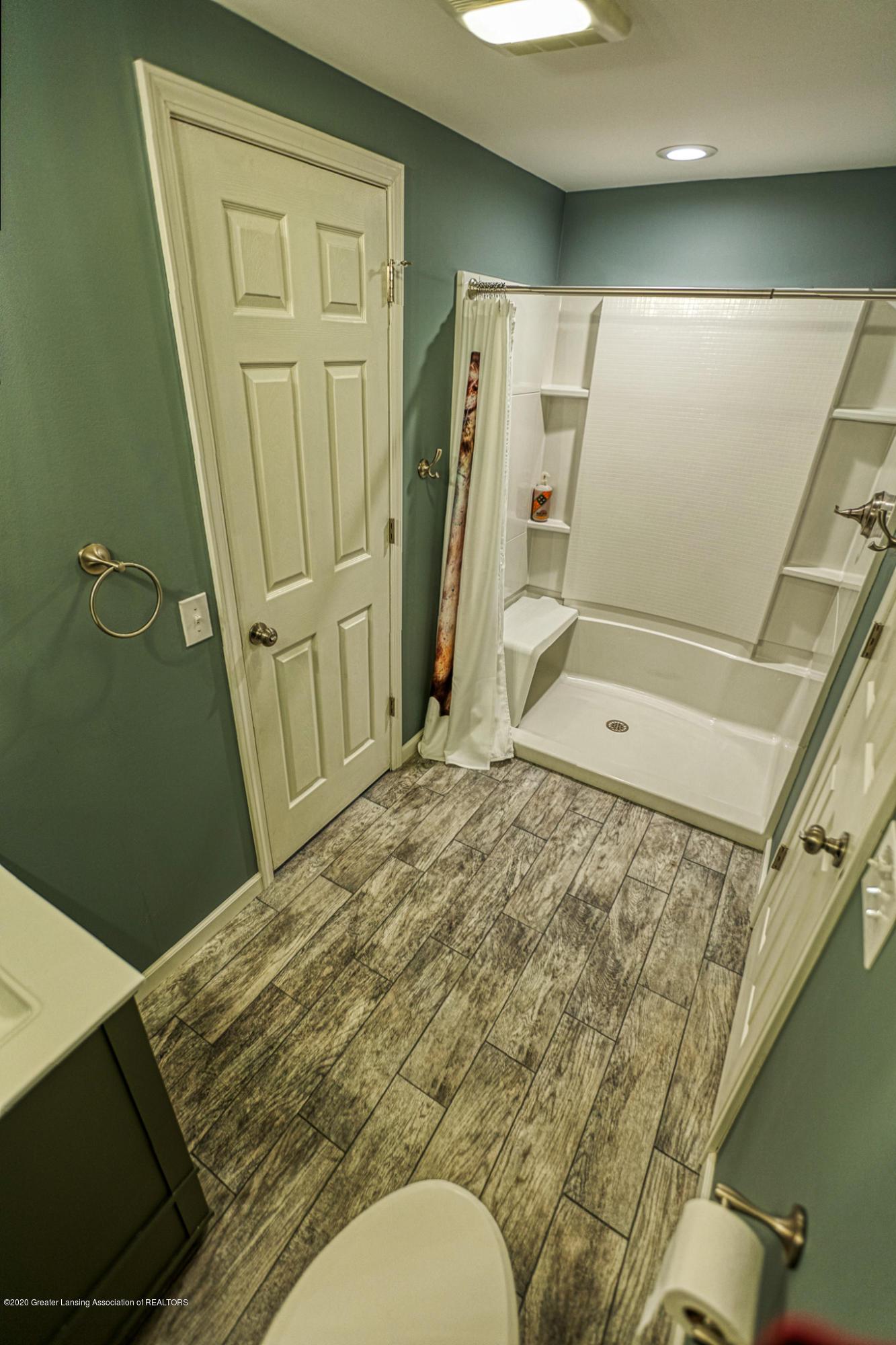 3668 Fairhills Dr - Full Bathroom - 22