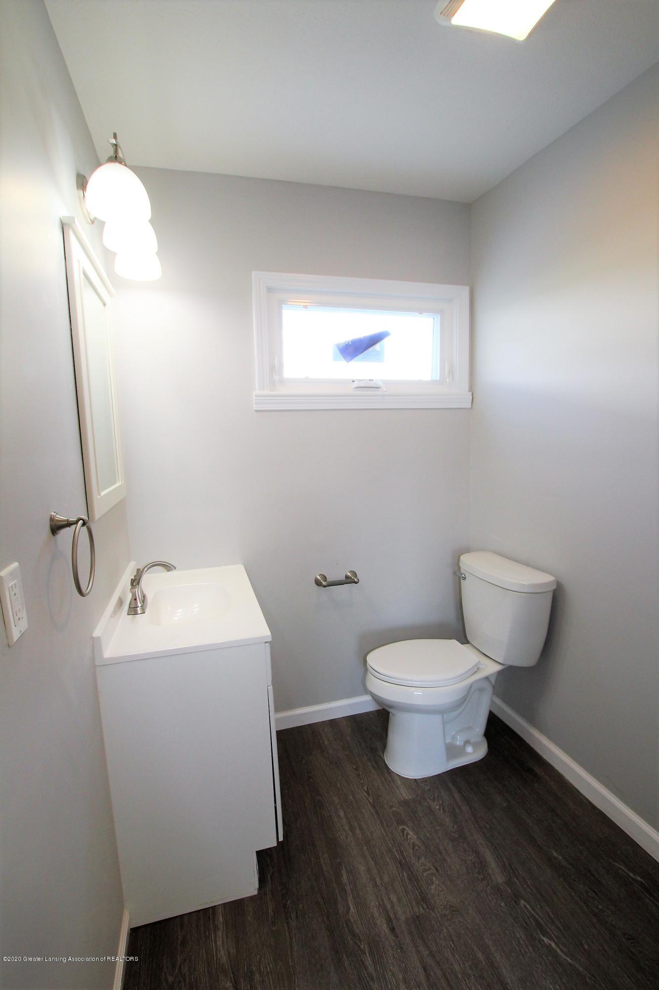 425 North St - Half Bath - 18