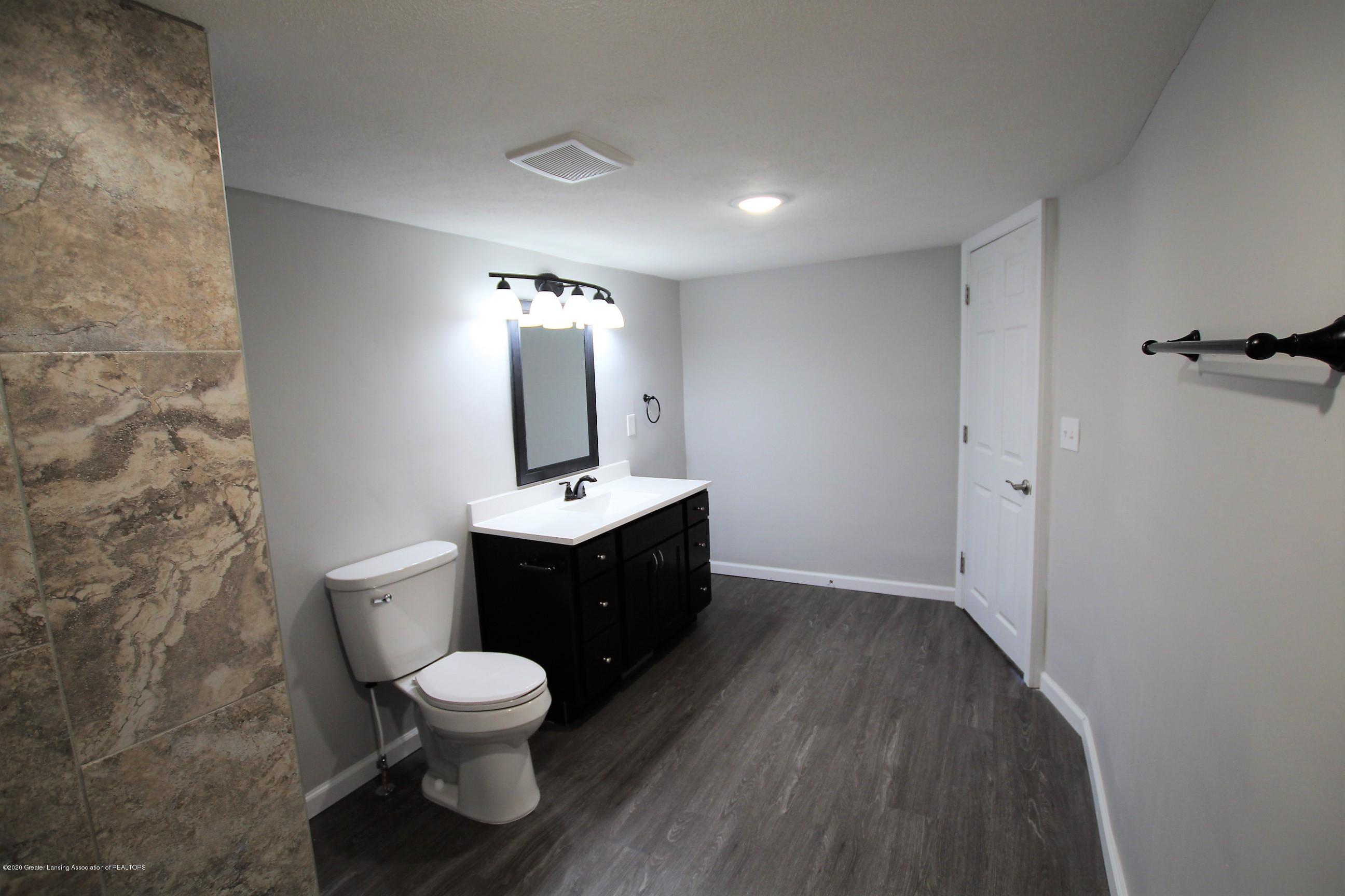 425 North St - Upper Level Bath - 37
