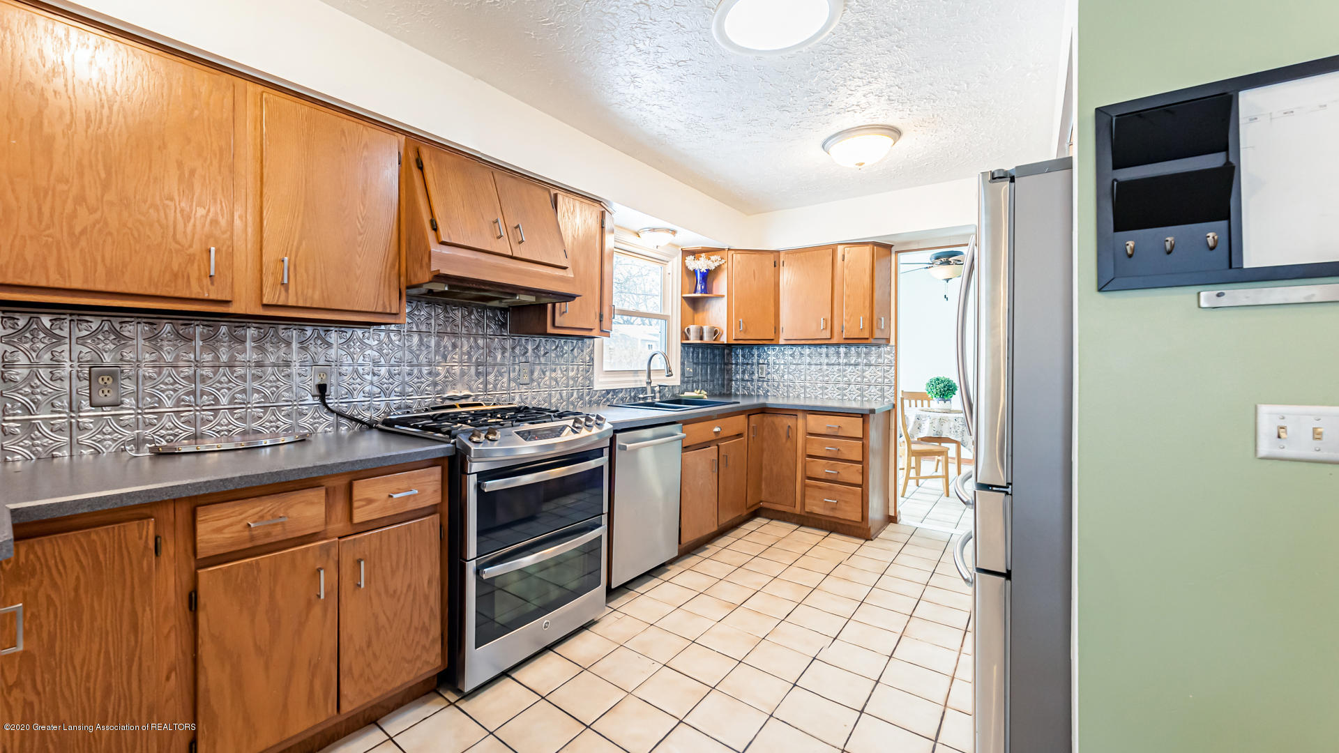 1102 Fairway Ln - Kitchen - 9