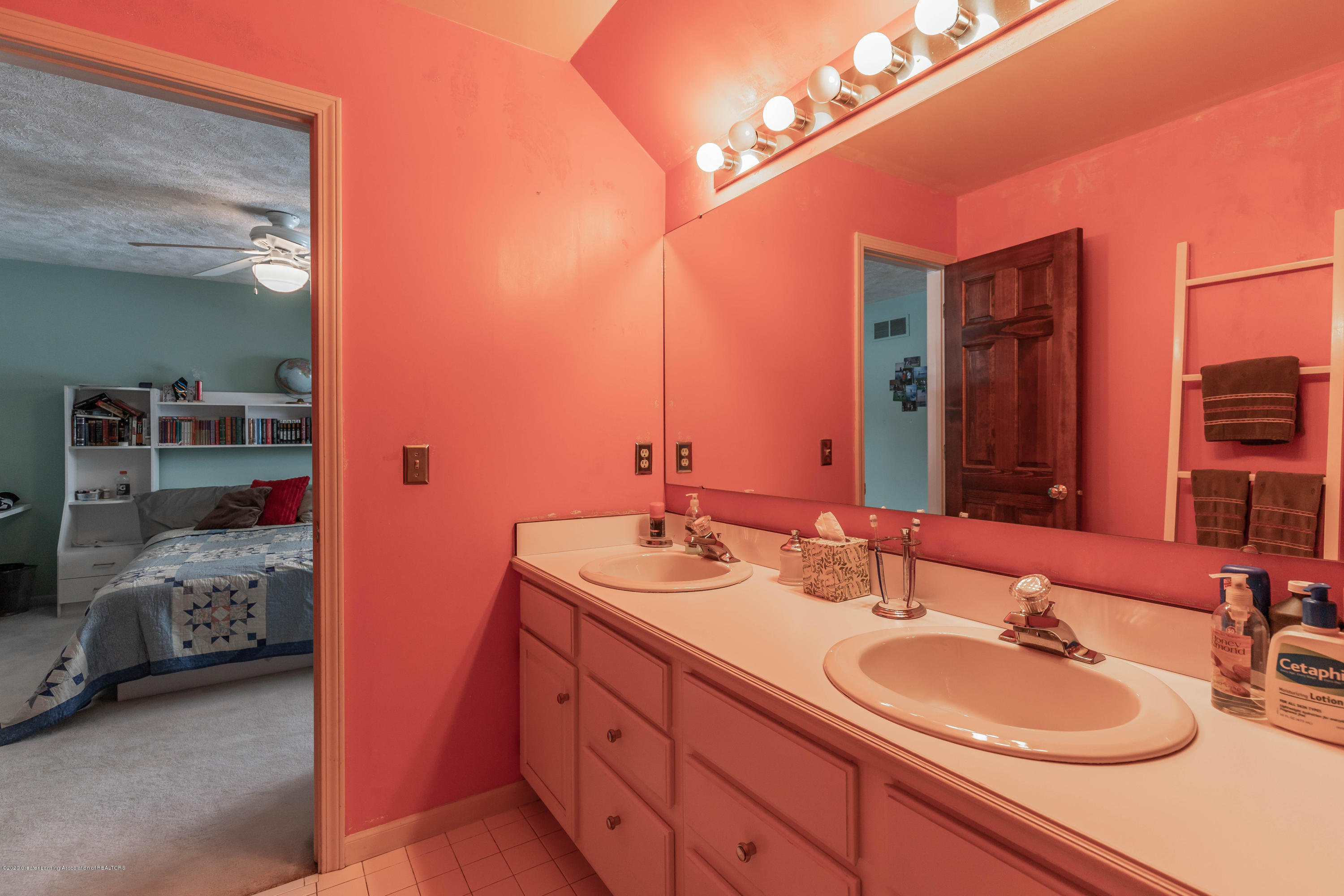 2125 White Owl Way - Full Bath - 35