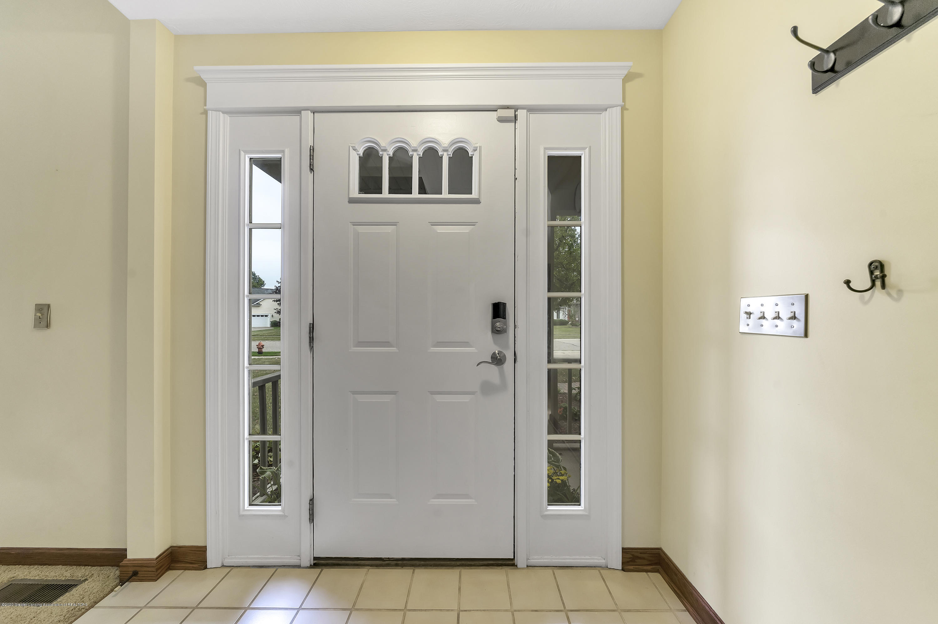2282 Moorwood Dr - Entry Way - 1