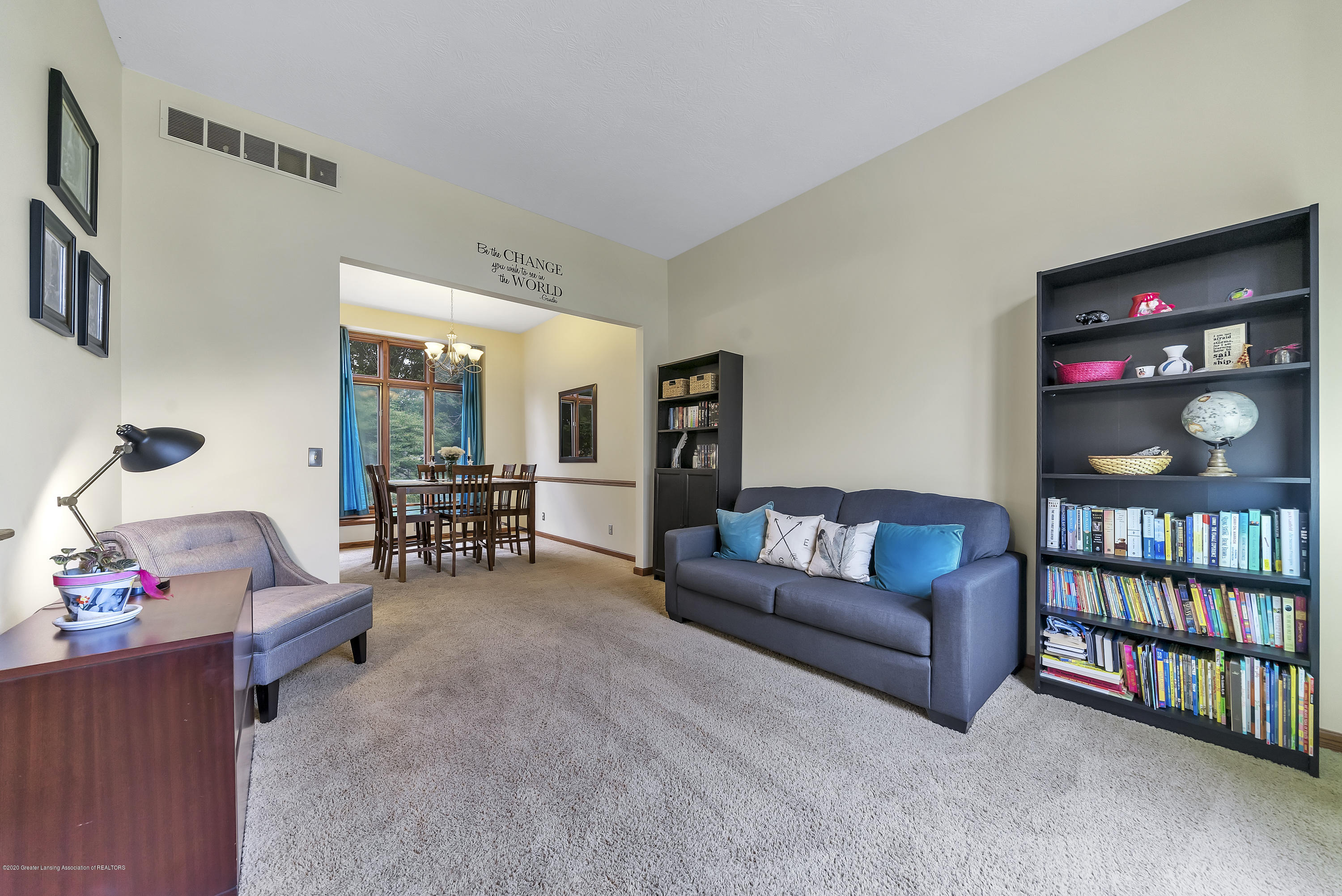 2282 Moorwood Dr - Great Room - 2