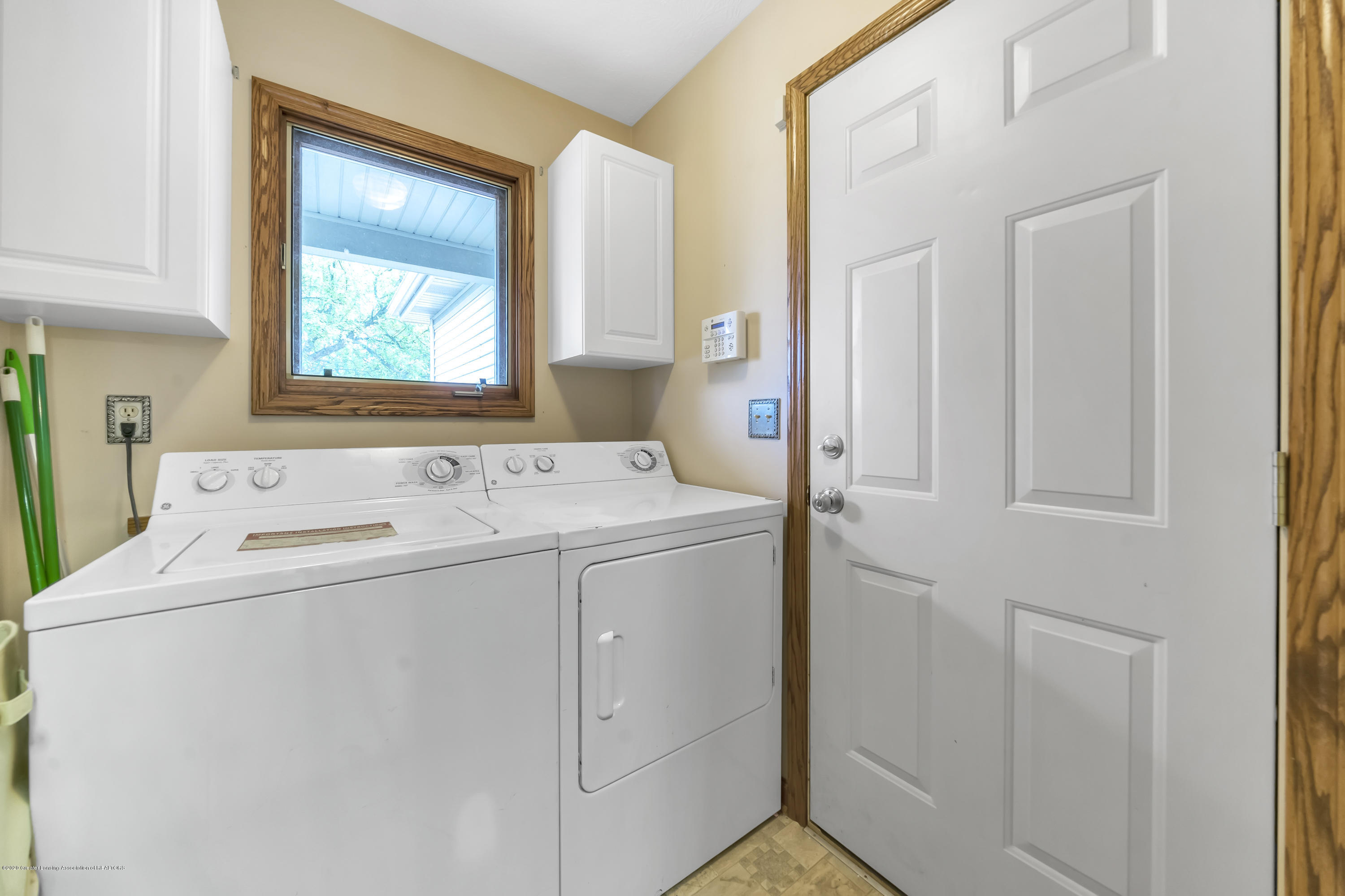 2282 Moorwood Dr - First Floor Laundry - 15
