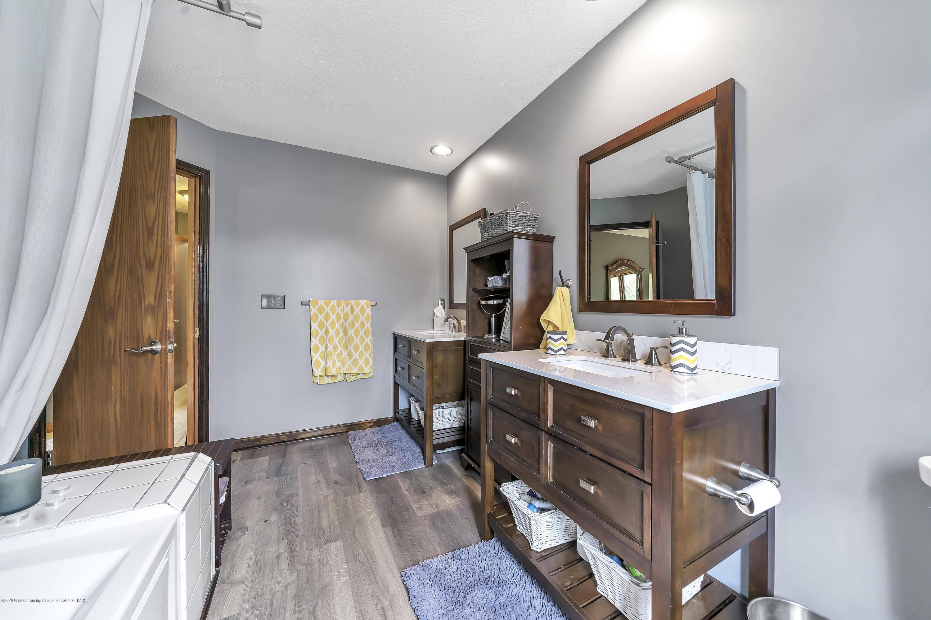 2282 Moorwood Dr - Master Bath - 22