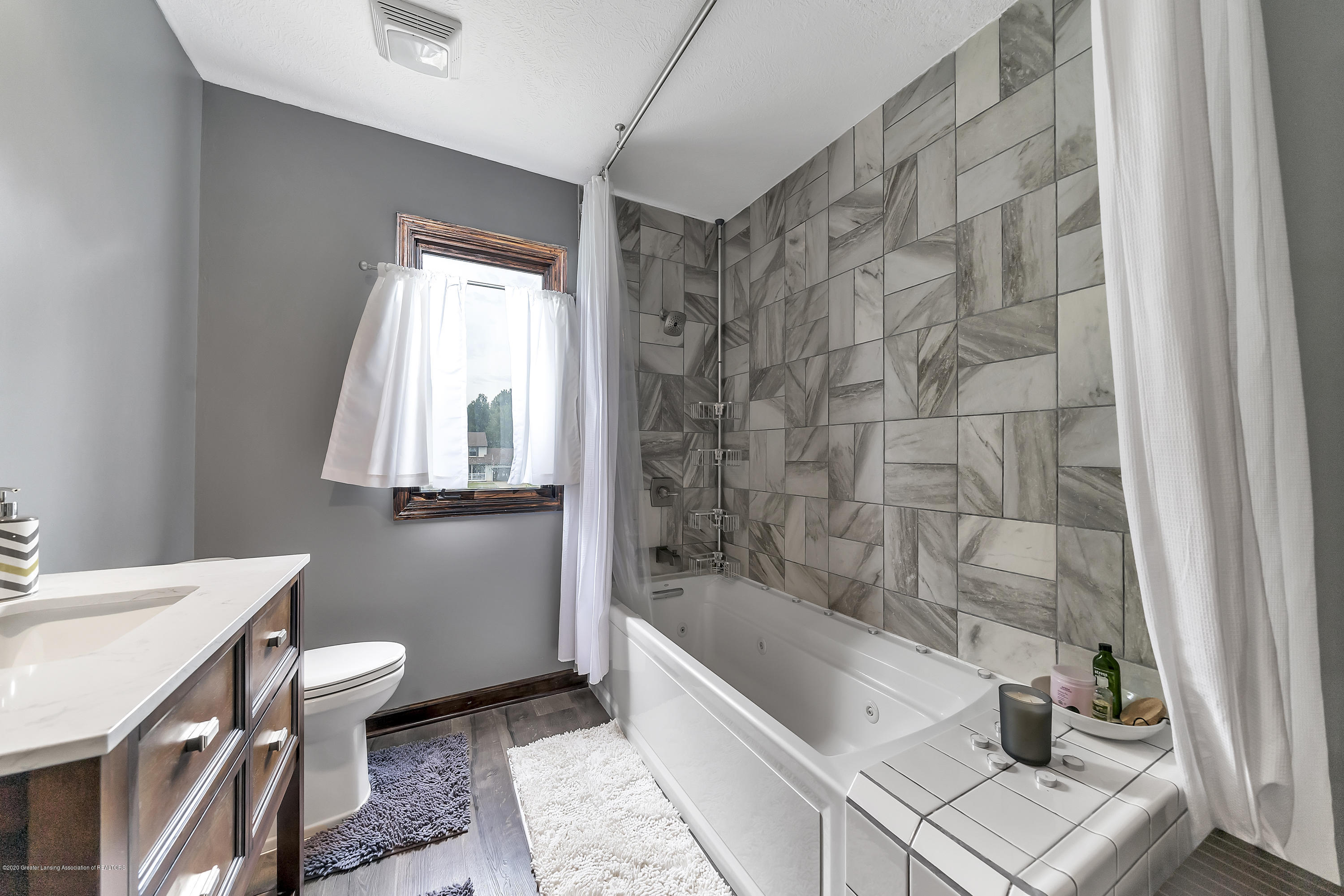 2282 Moorwood Dr - Master Bath - 23