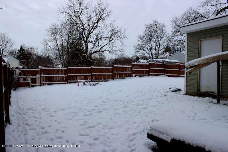 606 E Railroad St - back yard snow-800 - 4