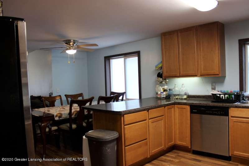 606 E Railroad St - kitchen2-800 - 8