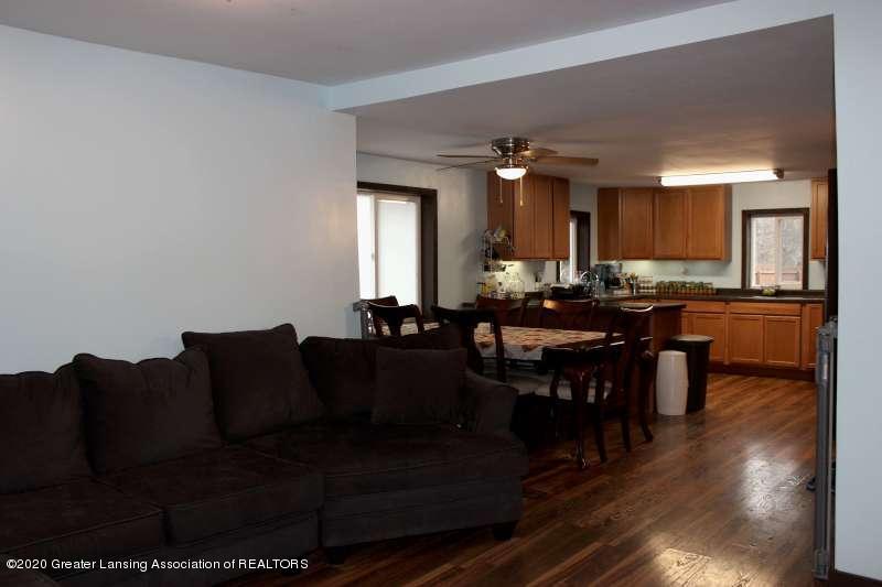 606 E Railroad St - Living Room-800 - 6