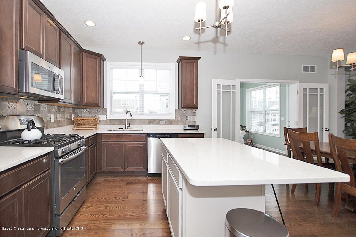 2753 Kittansett Dr - Gourmet Kitchen - 23