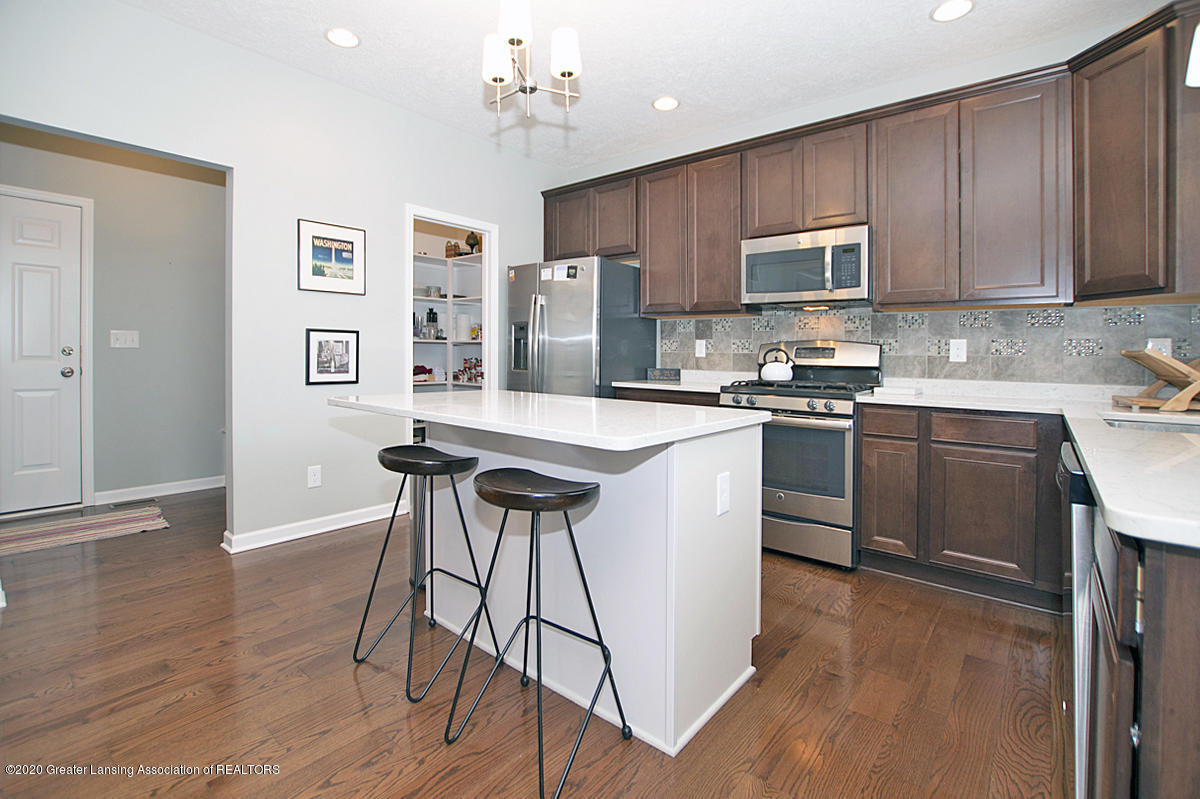 2753 Kittansett Dr - Gourmet Kitchen - 24