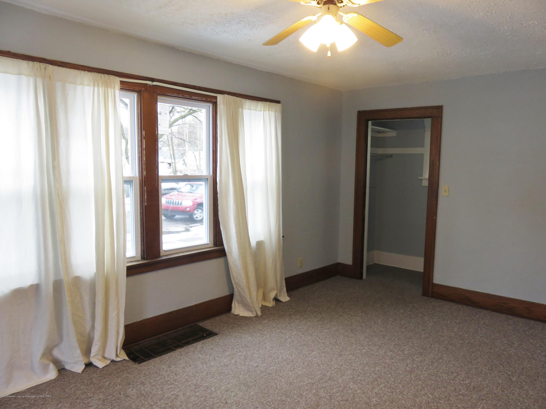 943 Dakin St - Living Room - 3