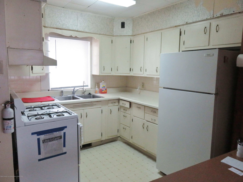 943 Dakin St - Kitchen - 5