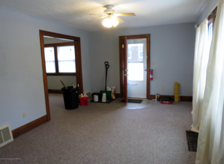 943 Dakin St - Living Room - 10