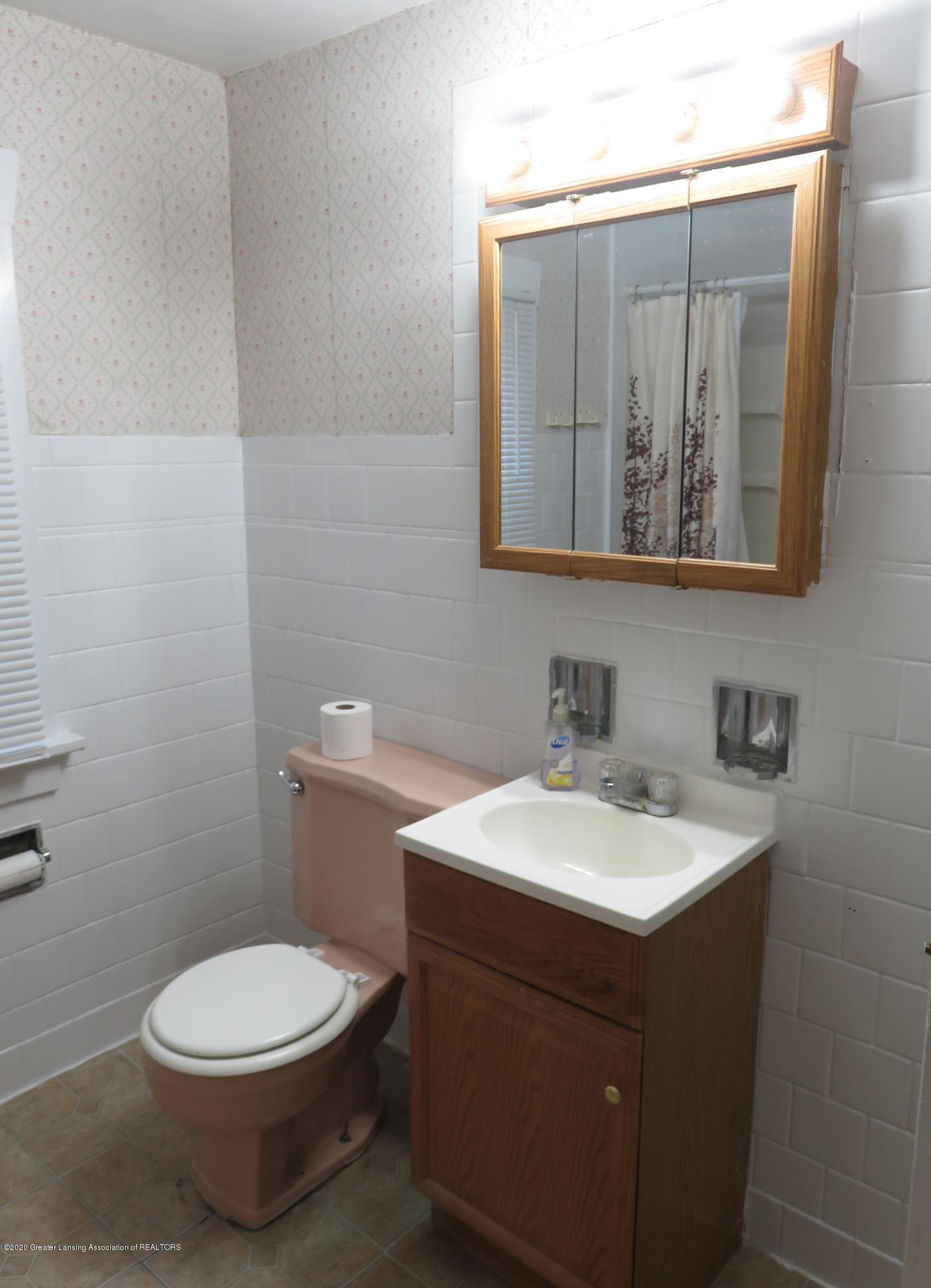 943 Dakin St - Bathroom - 14
