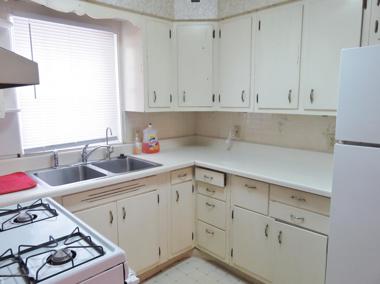 943 Dakin St - Kitchen - 4