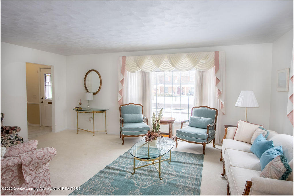 1614 Kingswood Dr - Living Room - 4