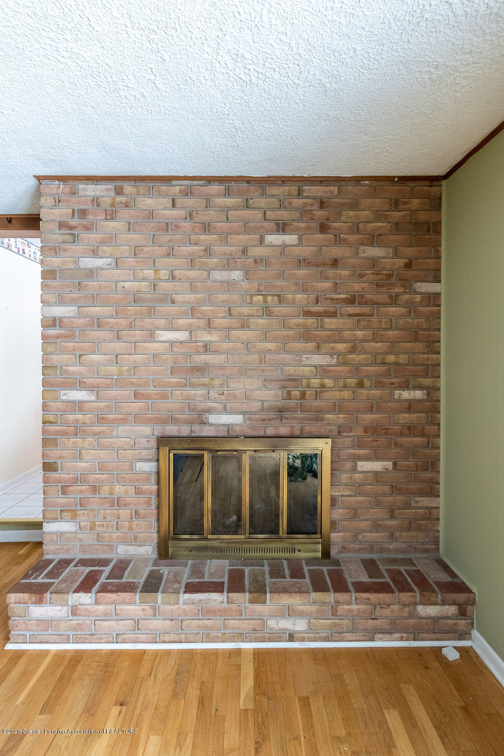 1614 Kingswood Dr - Fireplace/Family Room - 15