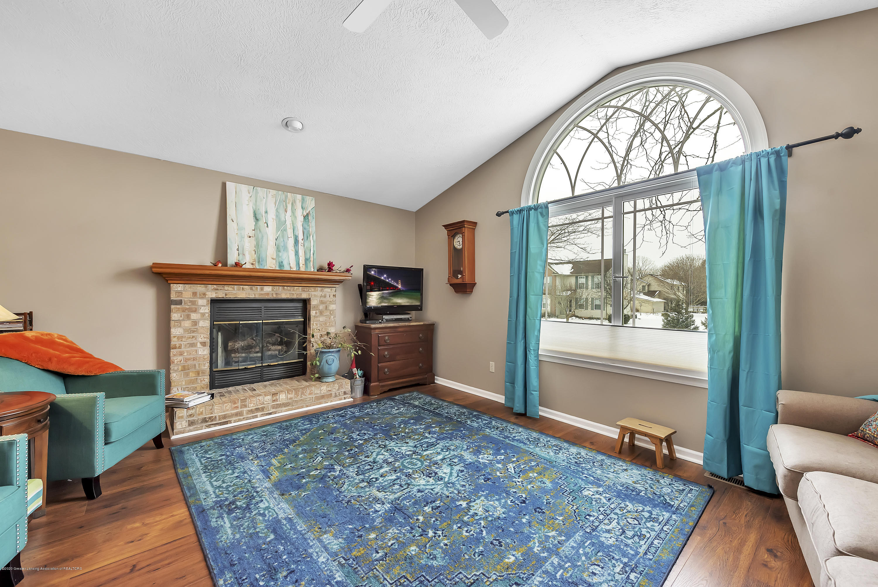 2450 Featherstone Dr - 2450-Featherstone-Dr-WindowStill-Real-Es - 7