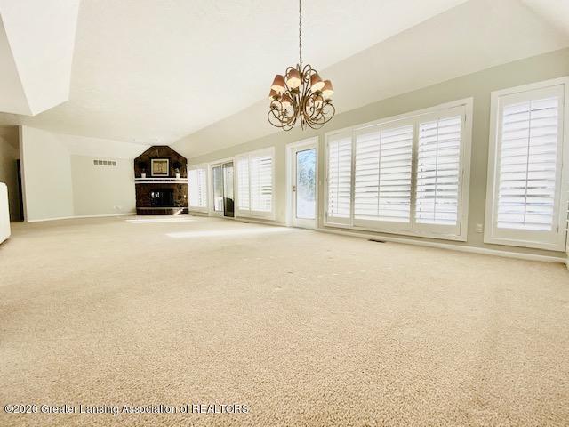 6074 E Longview Dr - Living Room - 8