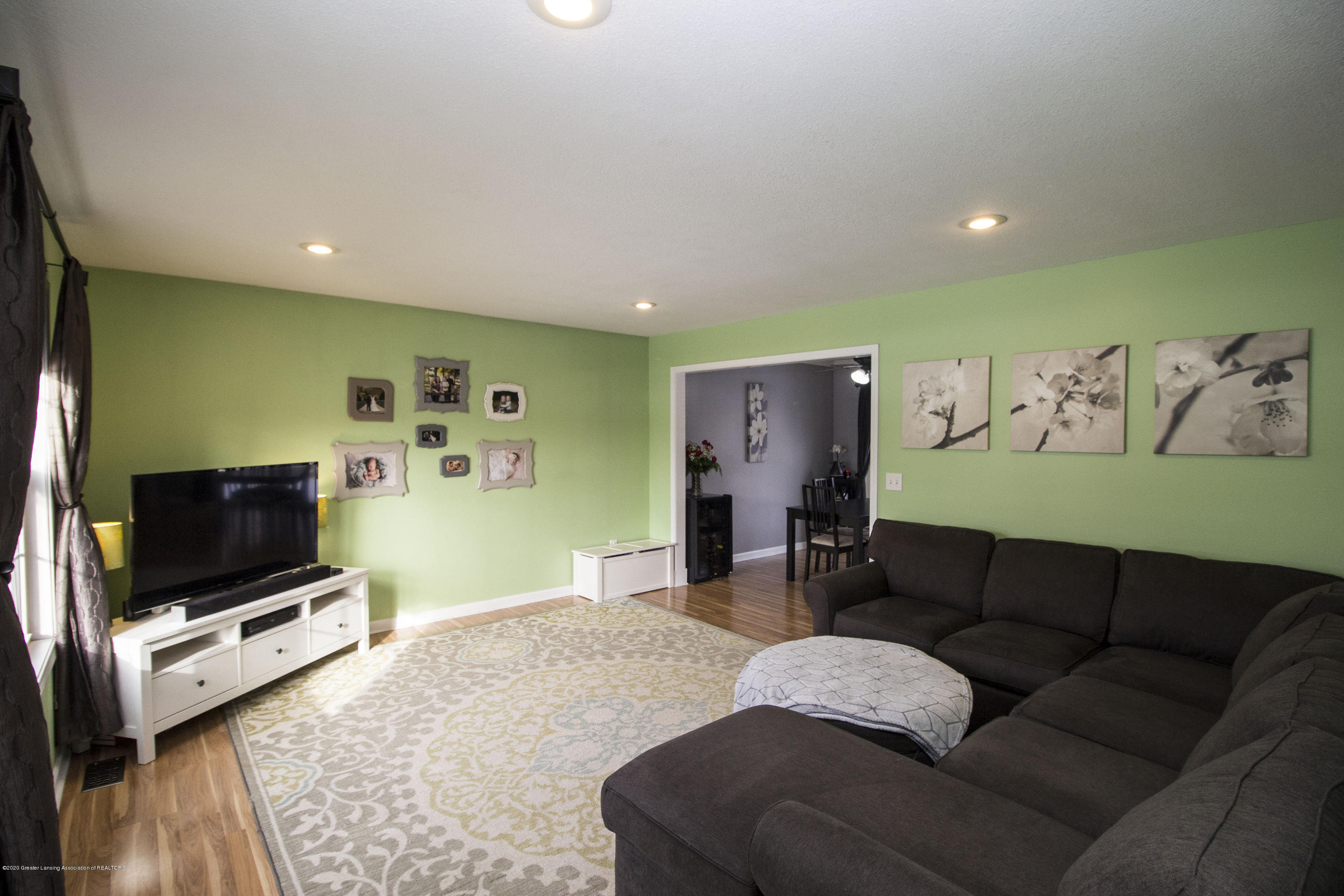 5498 Caplina Dr - Living room 1 - 5