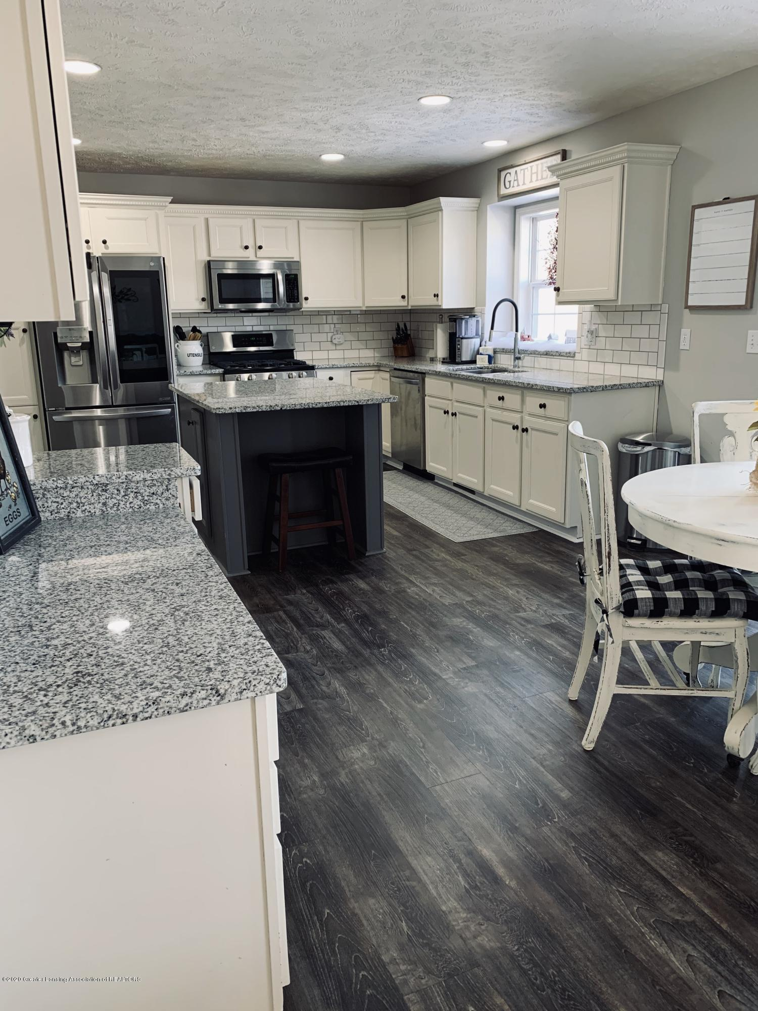 7291 Coneflower Ct - Kitchen - 14