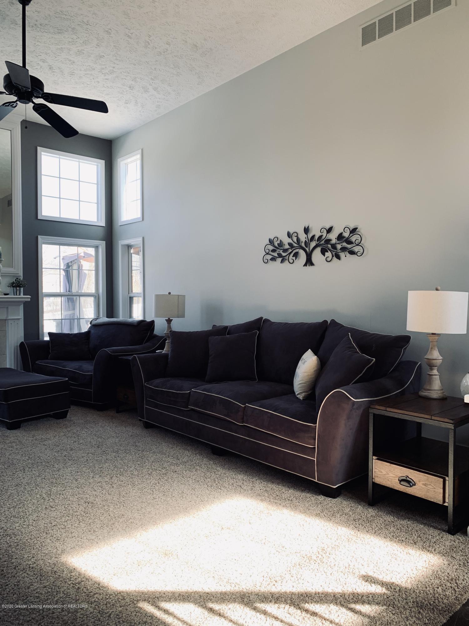 7291 Coneflower Ct - Living room - 17