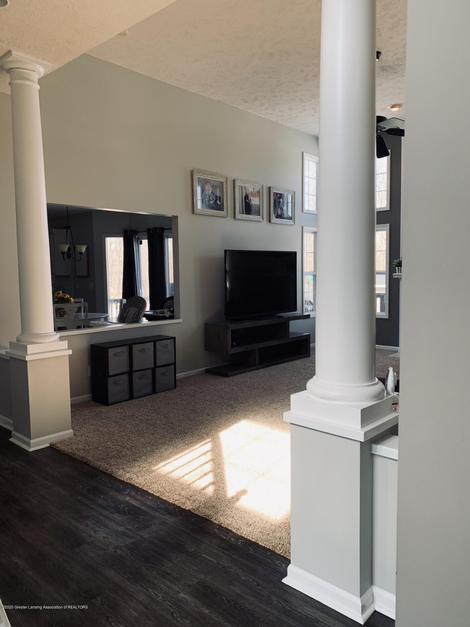 7291 Coneflower Ct - Living room - 18