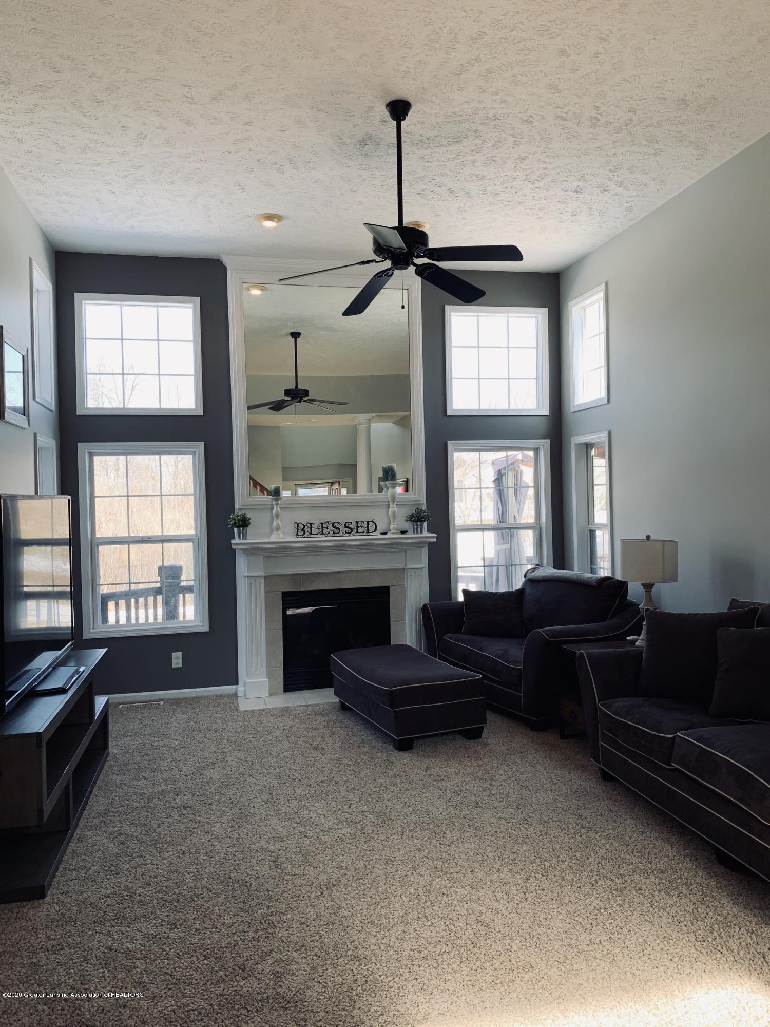 7291 Coneflower Ct - Living room - 19