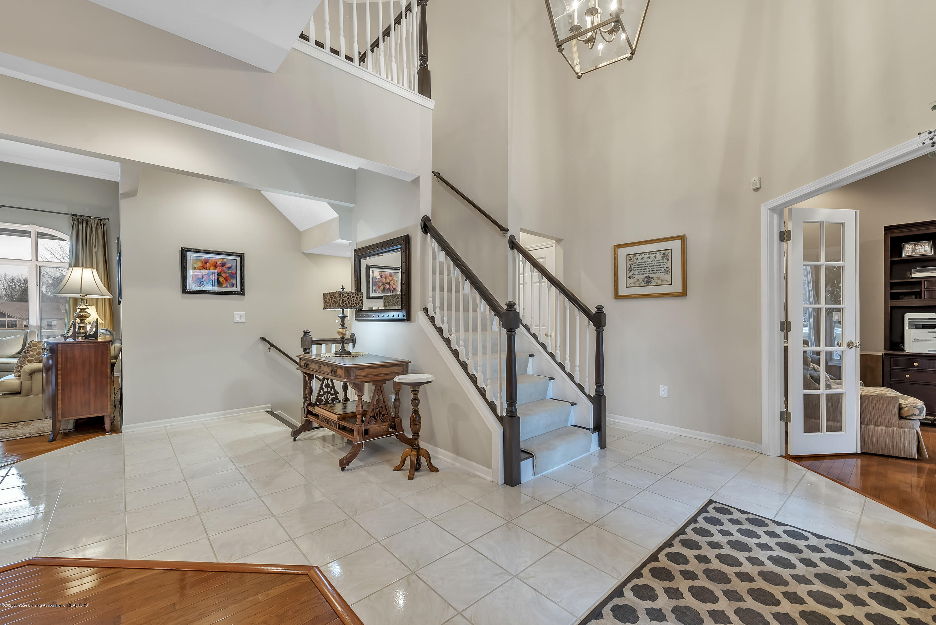 402 Shoreline Dr - Foyer - 9
