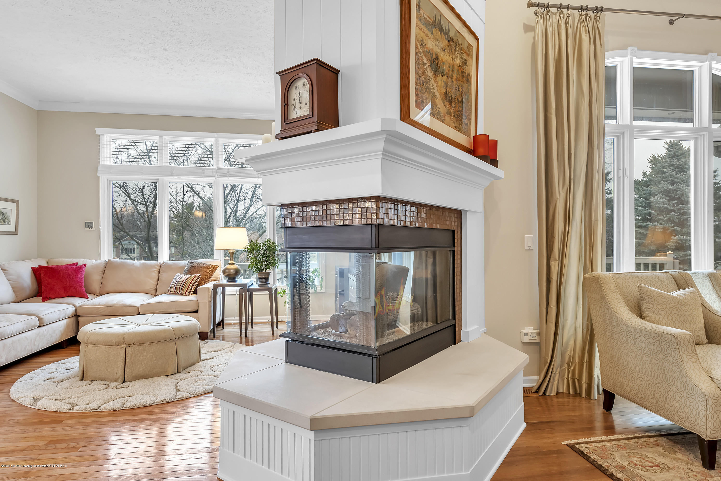 402 Shoreline Dr - Two Way Gas Fireplace - 12