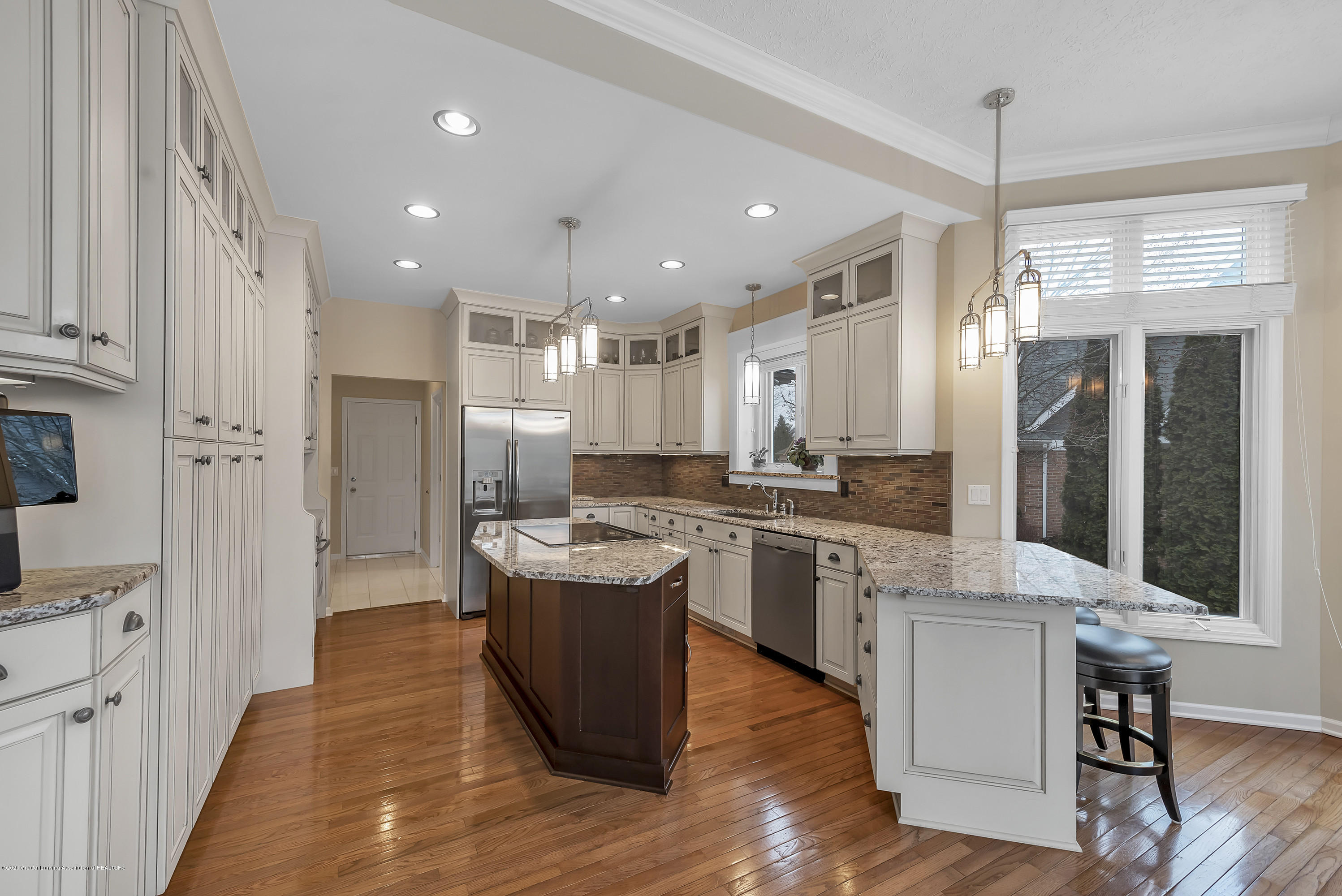 402 Shoreline Dr - Kitchen - 16