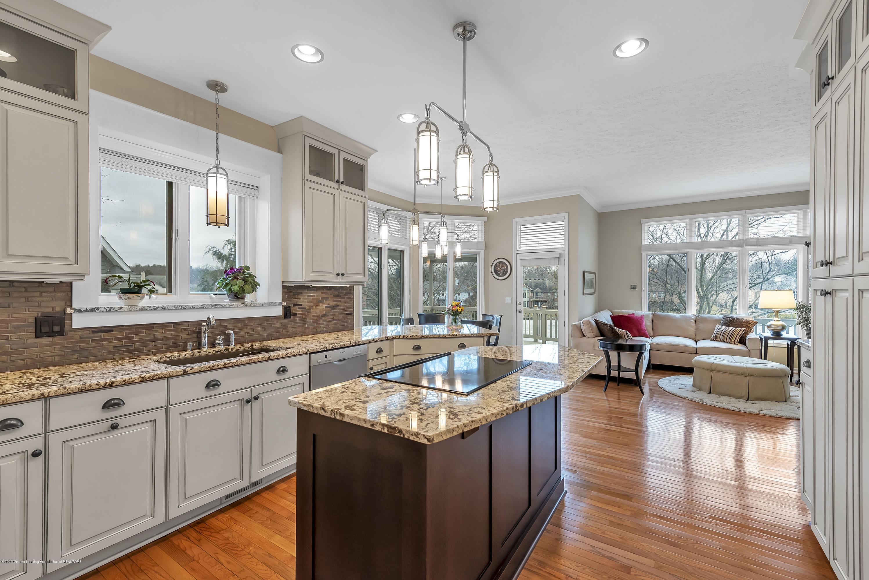 402 Shoreline Dr - Kitchen - 18