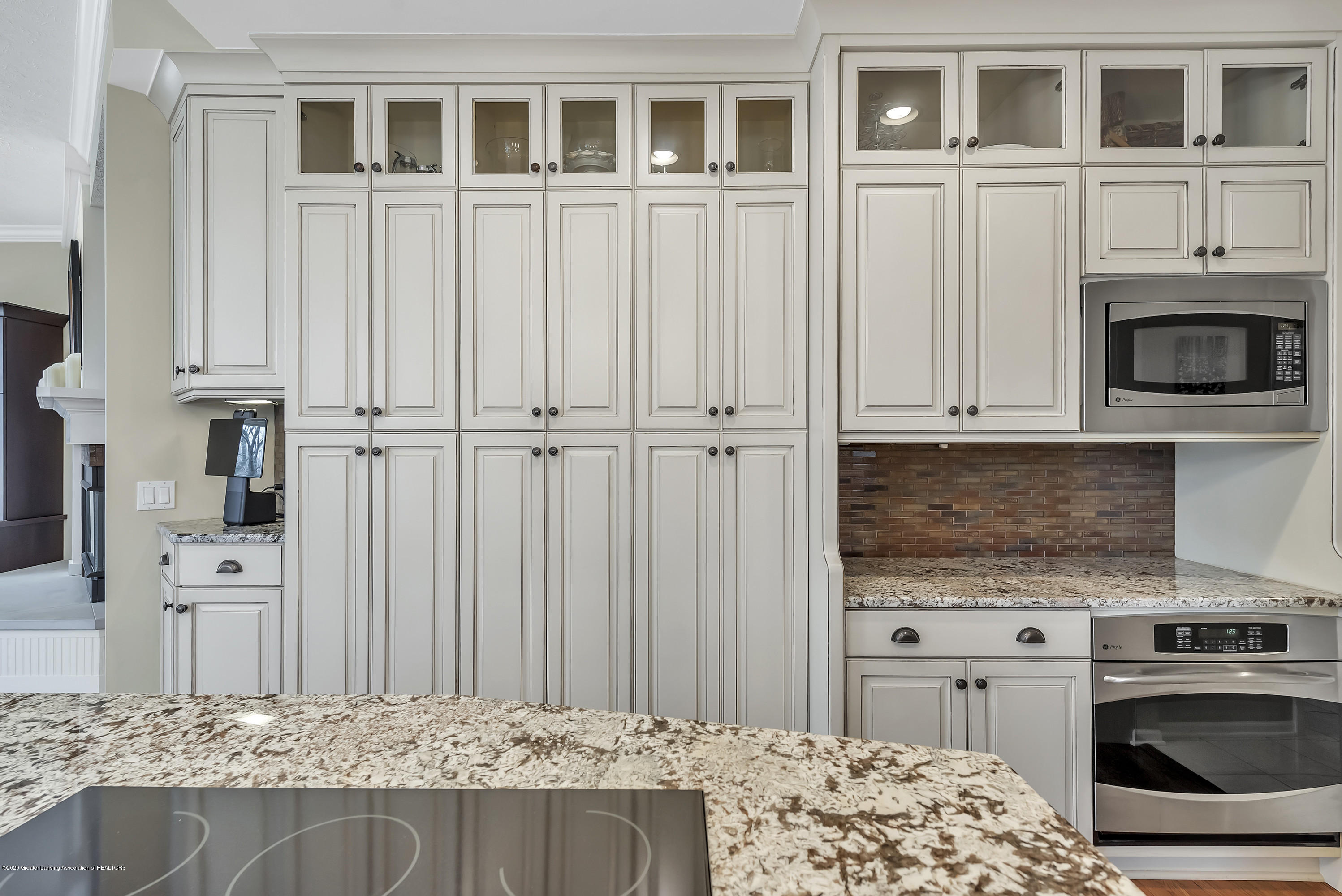402 Shoreline Dr - Kitchen - 19