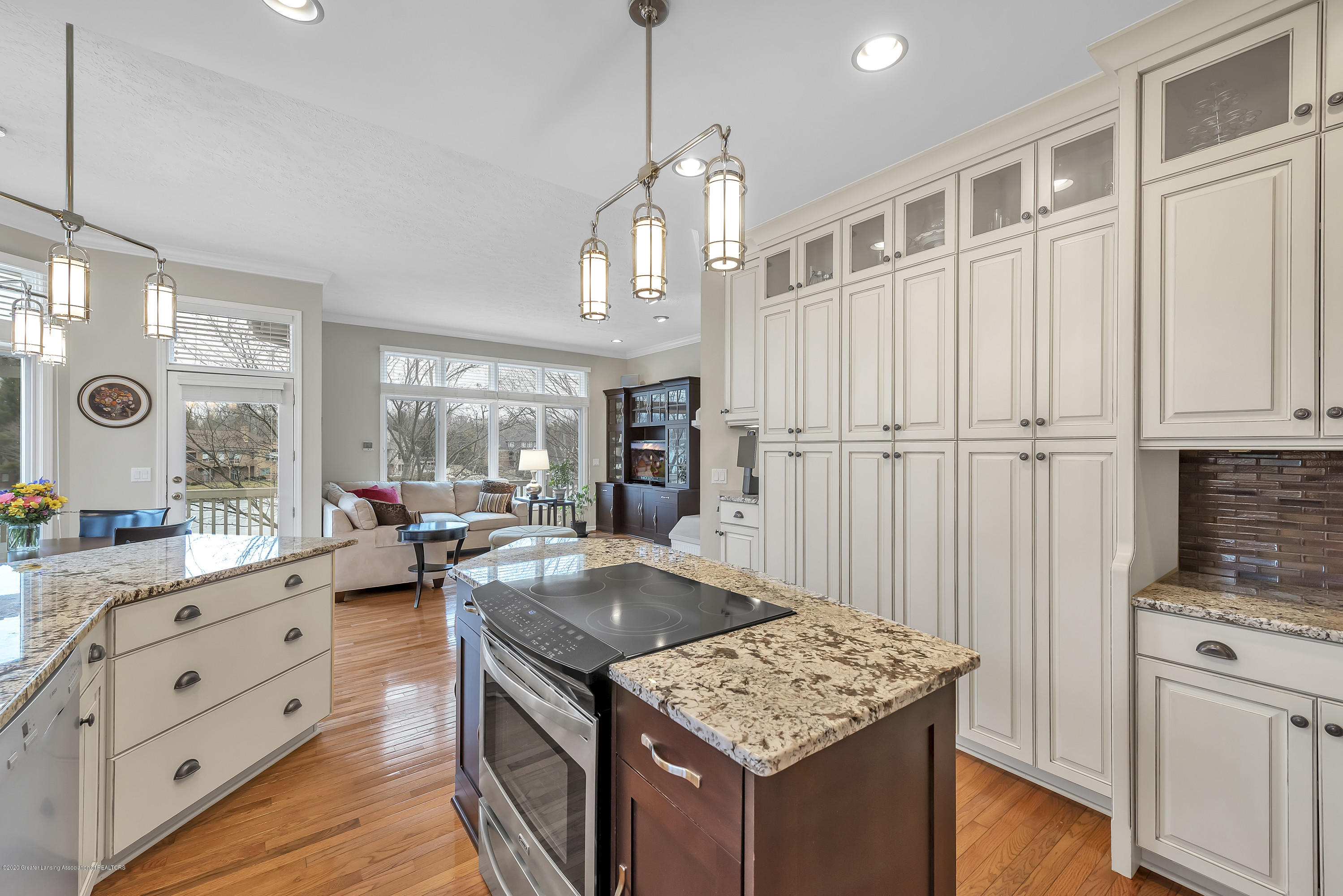 402 Shoreline Dr - Kitchen - 21