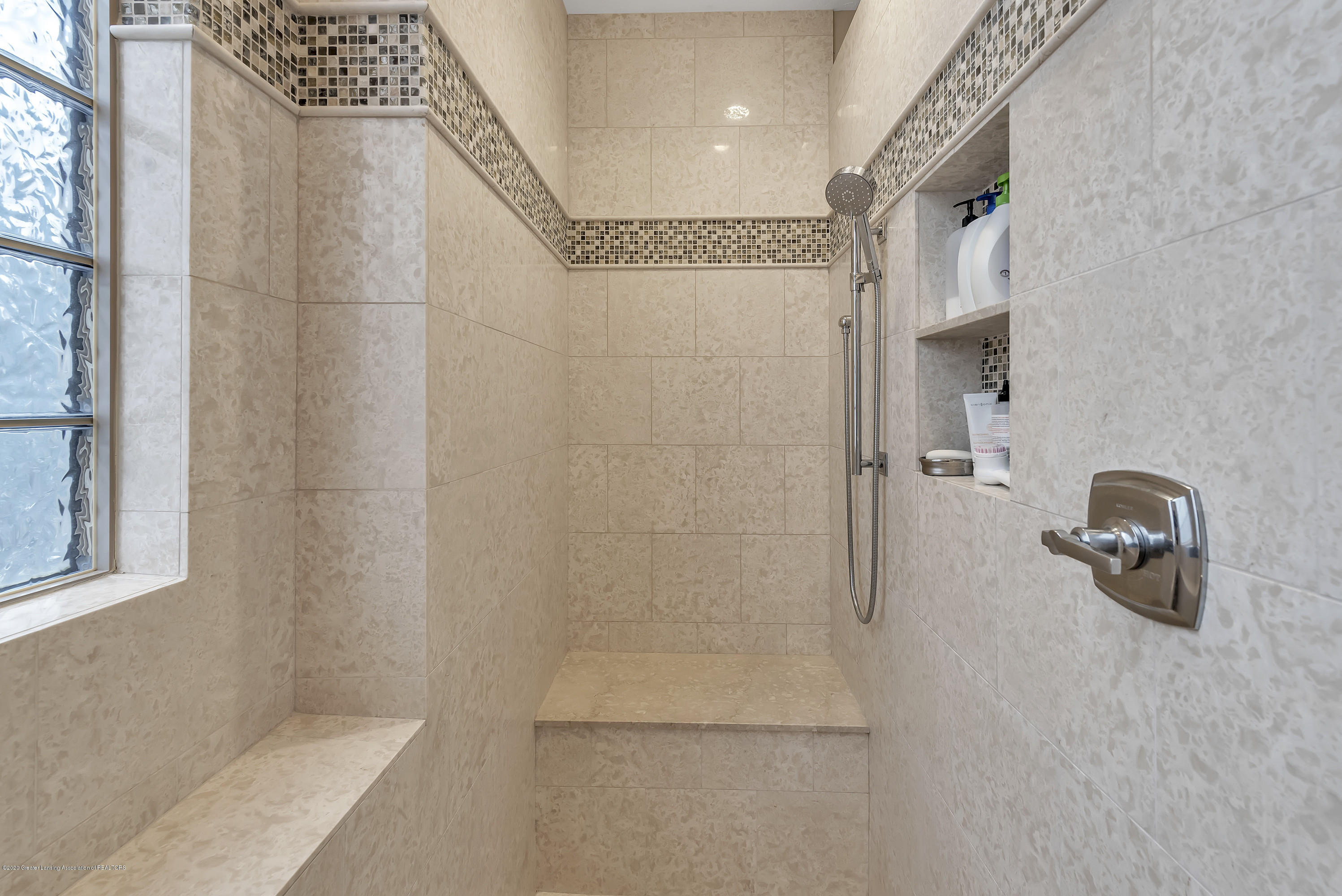 402 Shoreline Dr - Master Shower - 25