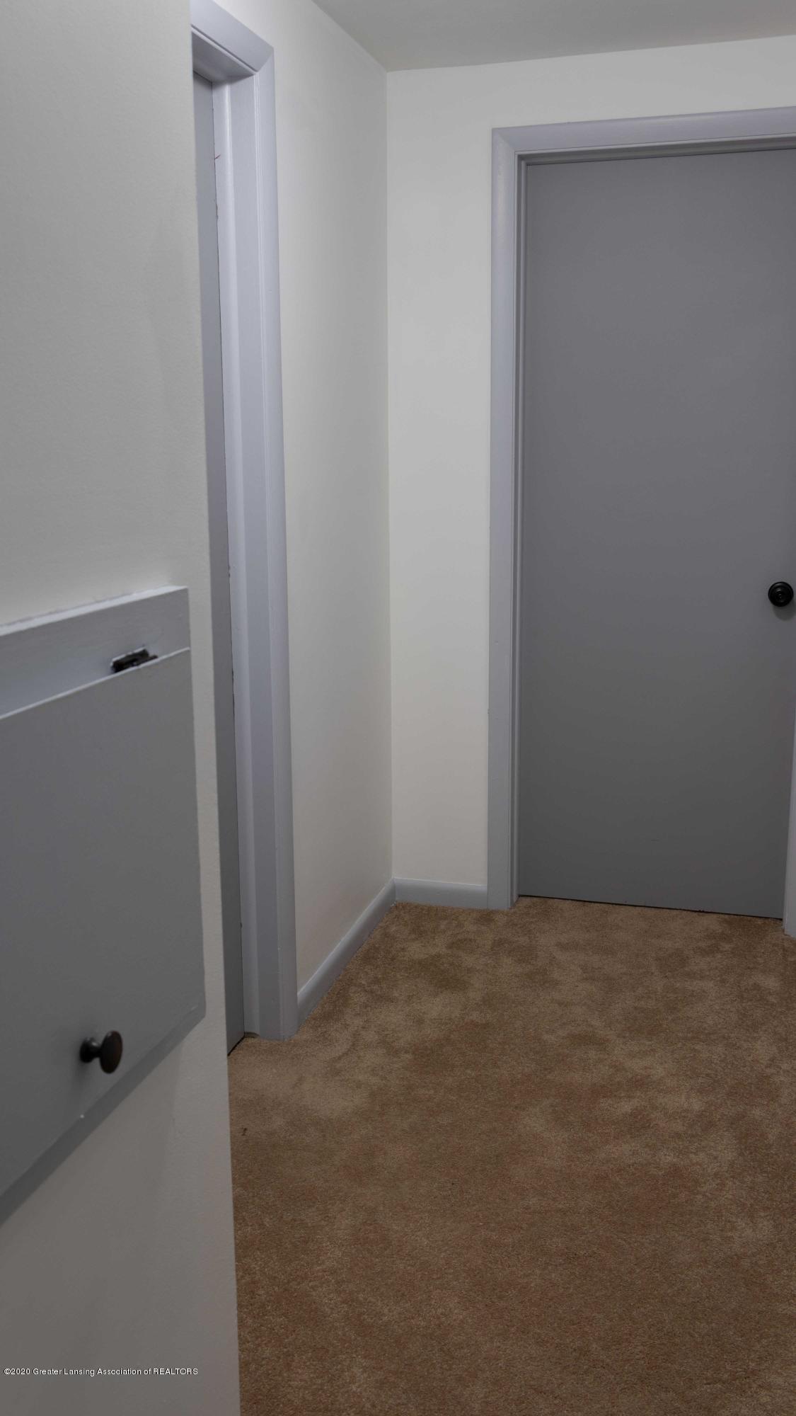 5655 E Pratt Rd - upstairs hallway - 25