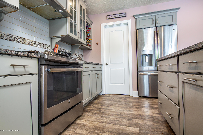 10596 Saddlebrook Dr - Gourmet Kitchen - 12