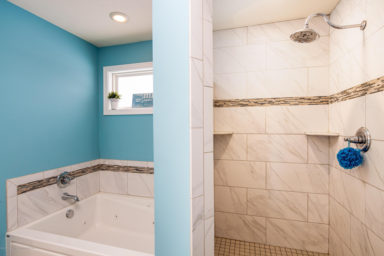10596 Saddlebrook Dr - Ceramic Bath - 20