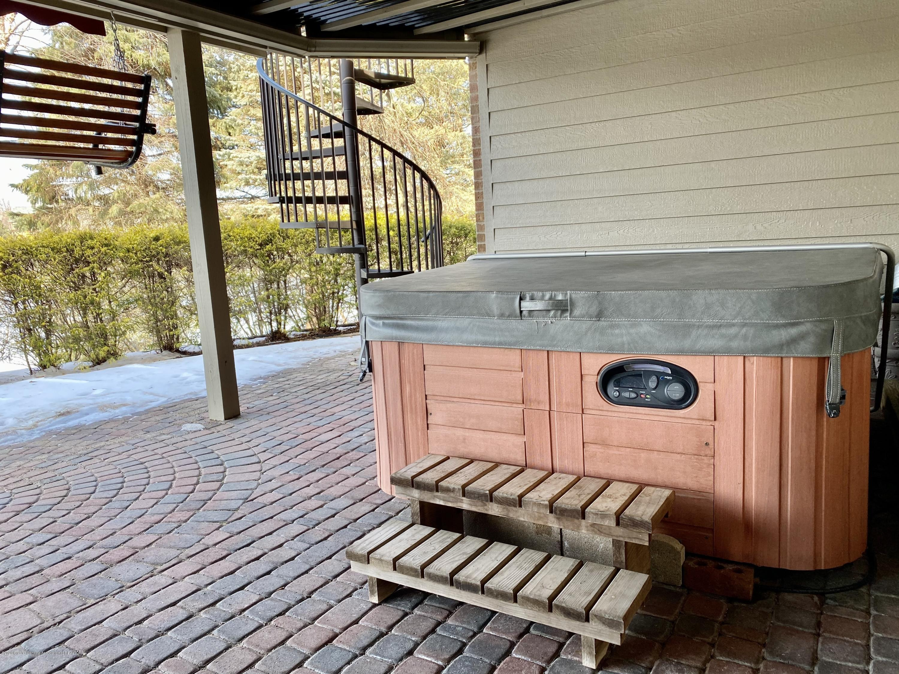 402 Shoreline Dr - hot tub - 45
