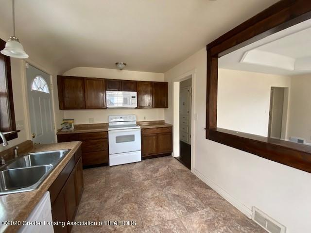 1216 George St - Kitchen - 10
