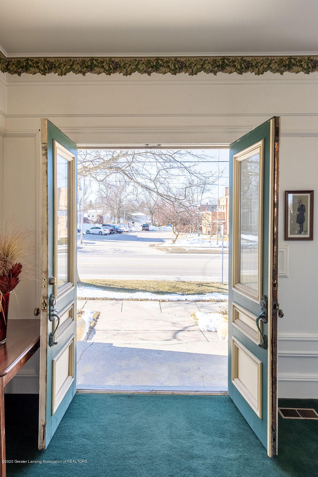 207 Jefferson - 207 Jefferson  Front Entry Interior - 6