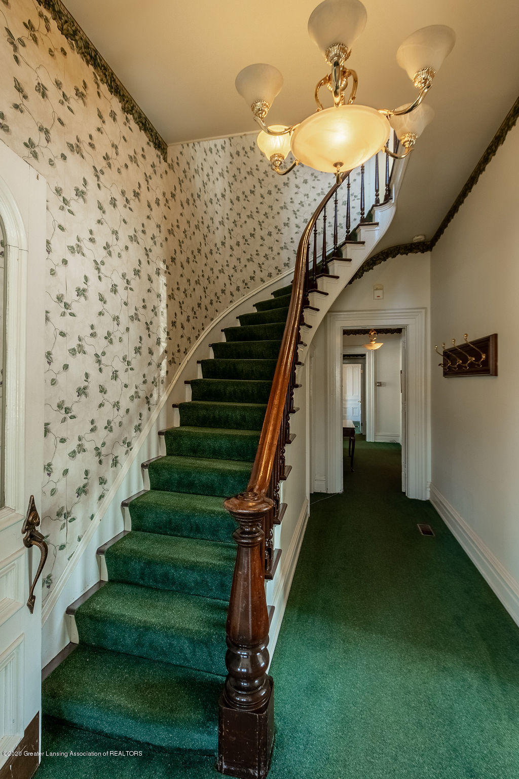 207 E Jefferson St - 207 Jefferson Staircase - 31
