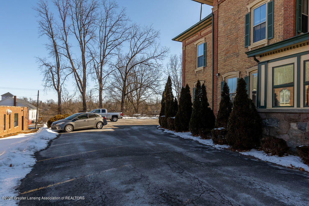 207 Jefferson - 207 Jefferson Driveway West Side Exterio - 52
