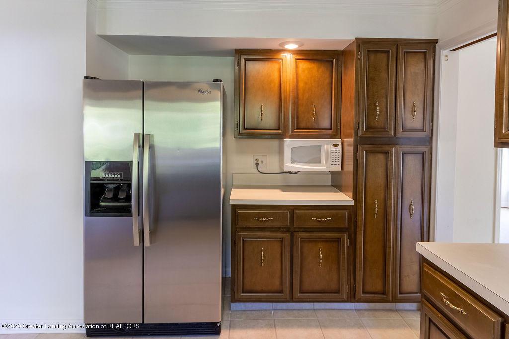 985 Northgate Dr - Refrigerator/Microwave - 10