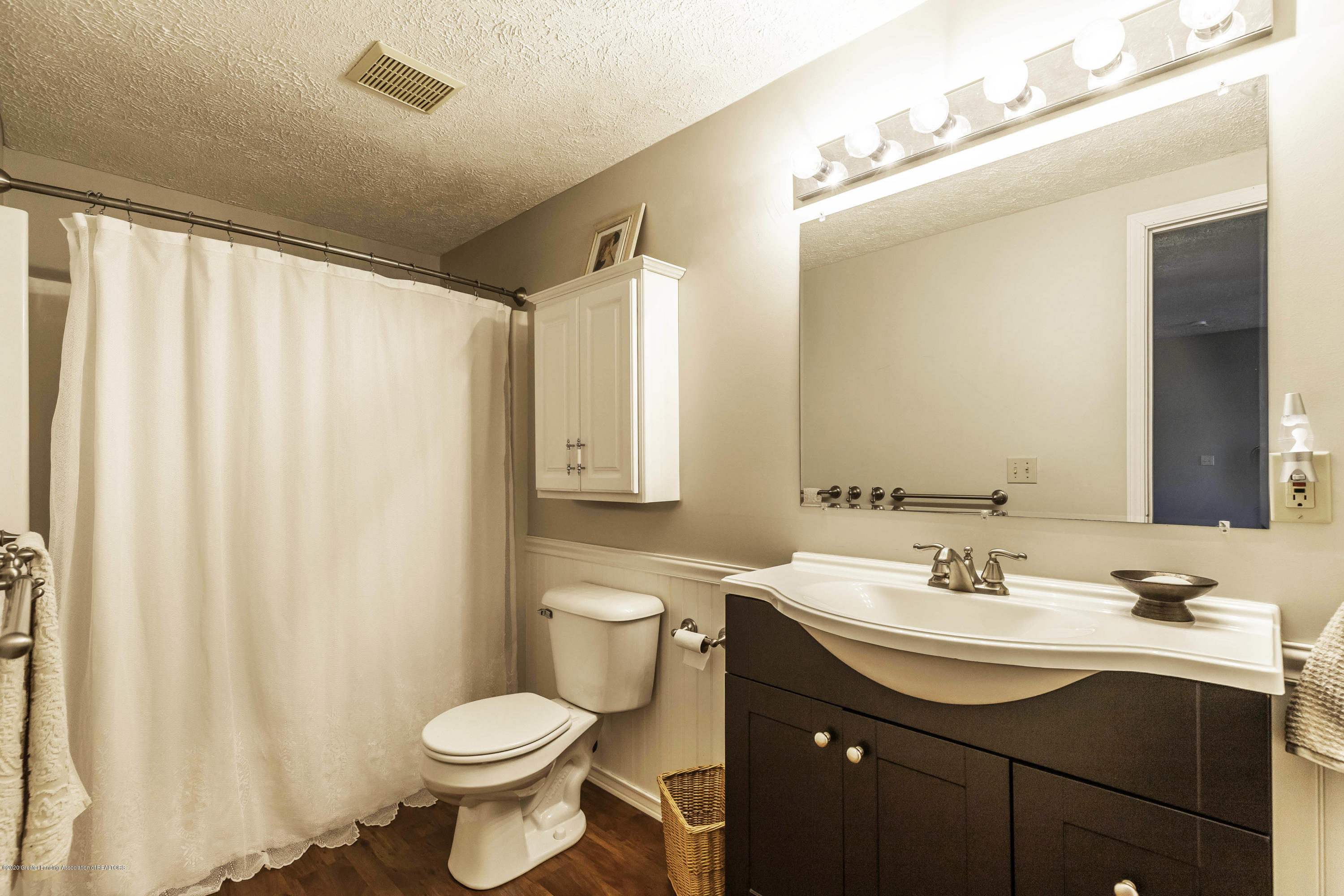 4433 Sleight Rd - Lower Level Bathroom - 50
